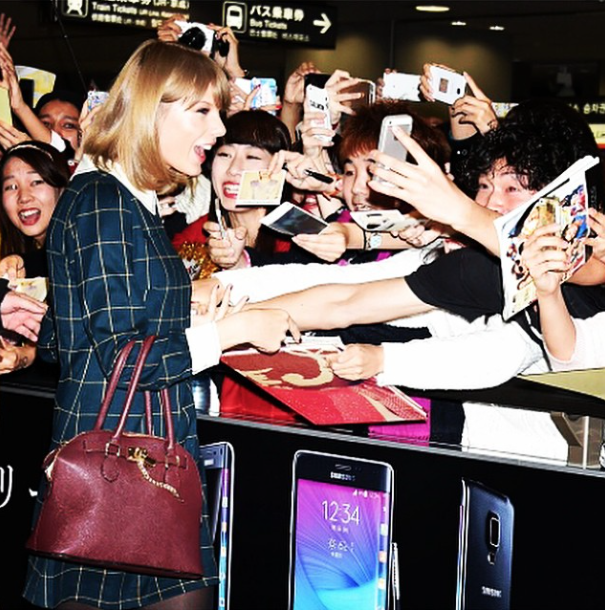 Taylor Swift Helps Lucky Fan With Student Loans